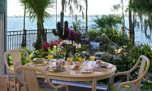 Outdoor dining for custom home in florida