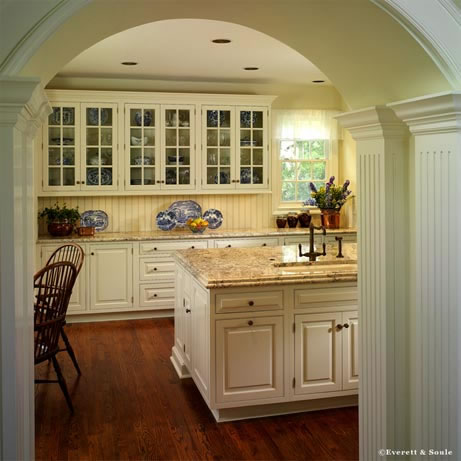 An elegant arched entrance leads from the living areas to the kitchen. Flanked on both sides by twin columns, the effect is the sophisticated farmhouse style the homeowners were looking for.