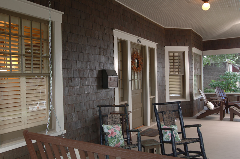 New england front porch - In 1908 Lake Highland home