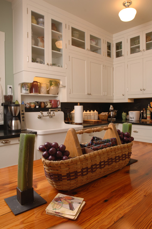 White country kitchen cabinets are custom made - Orlando, FL
